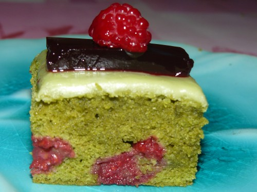 gâteau au yaourt,thé matcha,framboise,hibiscus