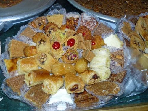 Toute l 39 ann e desserts en attendant la r volution je for Ancienne maison libanaise